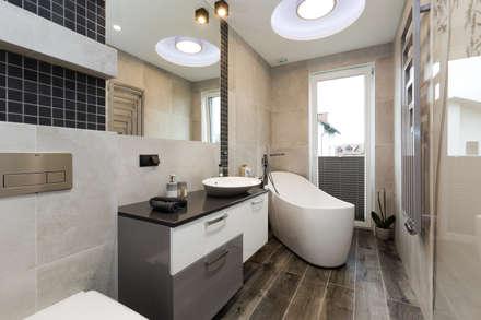 Łazienka z wolnostojącą wanną: styl , w kategorii Łazienka zaprojektowany przez in2home