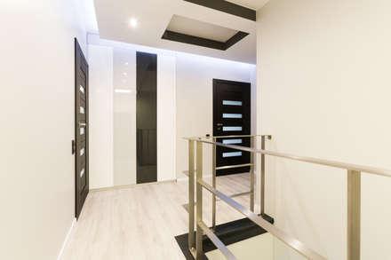 Korytarz: styl , w kategorii Korytarz, przedpokój i schody zaprojektowany przez in2home