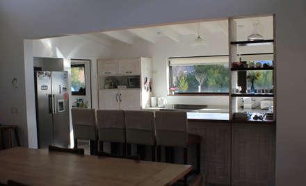 Cocina Comedor: Cocinas de estilo rústico por Knudsen Taddeo Arquitectura
