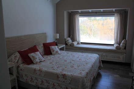Dormitorios de estilo rústico por Knudsen Taddeo Arquitectura