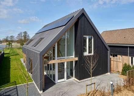 Voorzijde Villa: moderne Huizen door Broos de Bruijn architecten