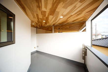 haus-duo: 一級建築士事務所hausが手掛けたベランダです。