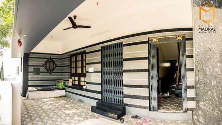 Foyer:  Corridor & hallway by Studio Madras Architects