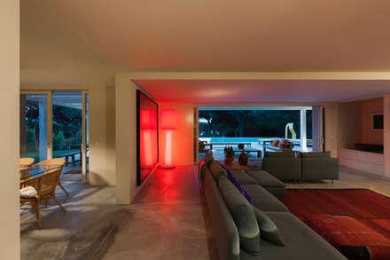 Casa FM: Salas de estar modernas por StudioCAN