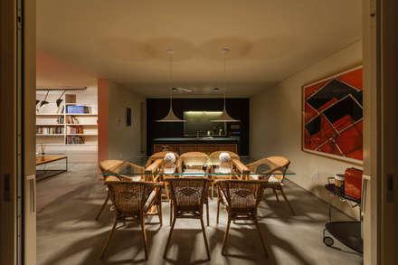 Casa FM: Salas de jantar modernas por StudioCAN