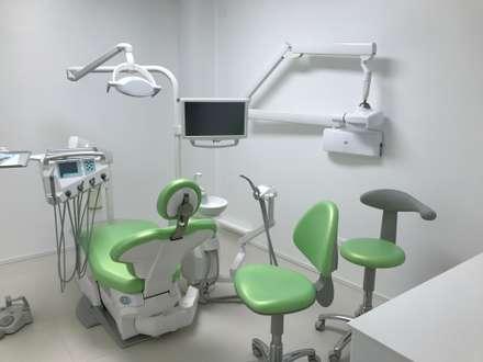 Centro odontoiatrico : Cliniche in stile  di MARENZA GALULLO DESIGN