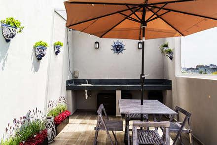 Choapan Decor: Terrazas de estilo  por Erika Winters Design