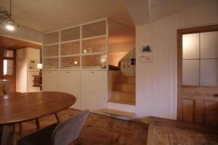 Dormitorios de estilo rústico por MimasisDesign [ミメイシスデザイン]
