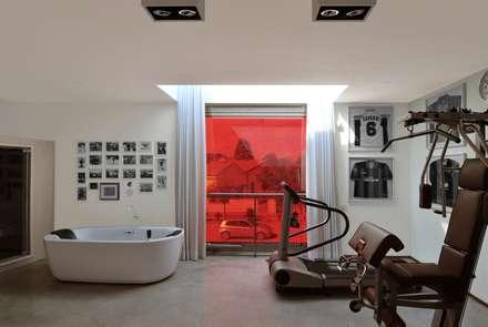 sup: Palestra in stile in stile Moderno di tissellistudioarchitetti
