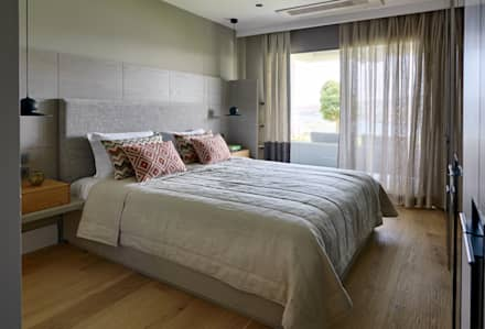 GUNDOGAN SUMMER HOUSE: Modern Bedroom By Esra Kazmirci Mimarlik
