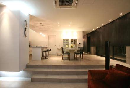 modern Dining room by 건축사사무소 힘