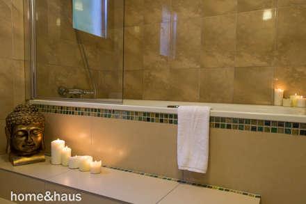 Baño principal: Baños de estilo mediterráneo de Home & Haus   Home Staging & Fotografía