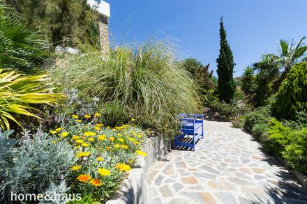 Jardín: Jardines de estilo mediterráneo de Home & Haus | Home Staging & Fotografía