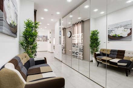 GuestHouse Baldo degli Ubaldi: Ingresso & Corridoio in stile  di Luca Tranquilli - Fotografo