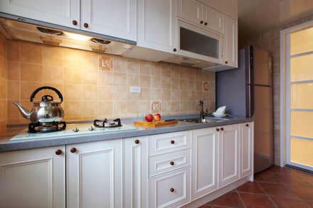 可愛的廚具讓備膳不再是一件苦差事:  廚房 by 弘悅國際室內裝修有限公司