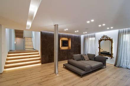 salotto: Soggiorno in stile in stile Moderno di STIMAMIGLIO conceptluxurydesign
