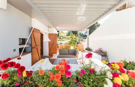 Casa en Sant Pau d'Ordal: Terrazas de estilo  de Silvia R. Mallafré