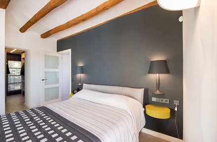 Dormitorios de estilo rústico por Silvia R. Mallafré