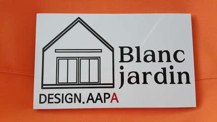 Blanc jardin: AAPA건축사사무소의  창문