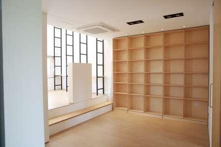 유유자적: AAPA건축사사무소의  차고