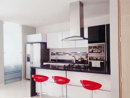 casa portofino club: Cocinas de estilo minimalista por CONSTRUCTOR INDEPENDIENTE
