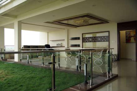 Dhanturi Farm House:  Corridor & hallway by iammies Landscapes