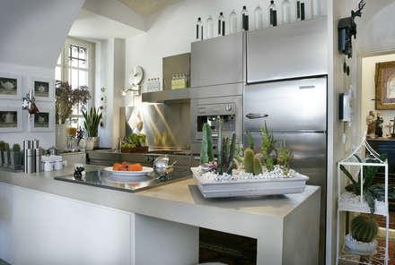 Cucina: Cucina in stile in stile Mediterraneo di Daniele Franzoni Interior Designer - Architetto d'Interni