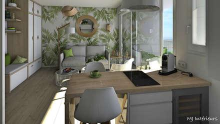 Le papier peint jungle donne de la profondeur et du caractère à la pièce: Salle à manger de style de style Tropical par MJ Intérieurs