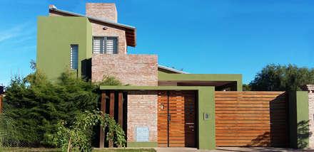 Casa en Funes IV: Casas de estilo moderno por ELVARQUITECTOS