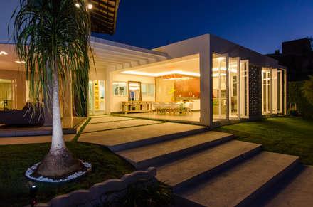 Casa Contemporânea: Casas modernas por Escritório 238 Arquitetura