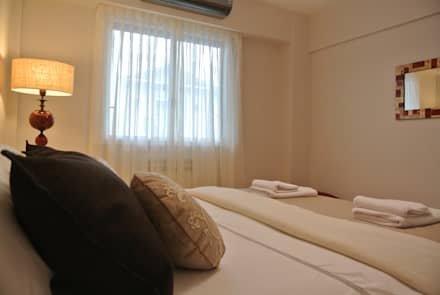 PUESTA EN VALOR Y EQUIPAMIENTO DEPARTAMENTO PARA ALQUILER TEMPORARIO: Dormitorios de estilo moderno por Arquitecta MORIELLO
