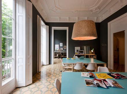 Blur Films: Oficinas y Tiendas de estilo  de THE ROOM & CO
