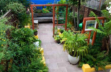 Terrace House garden: mediterranean Garden by Earth Designs