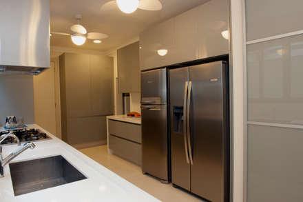 L78: Cozinhas modernas por Tammaro Arquitetura e Engenharia