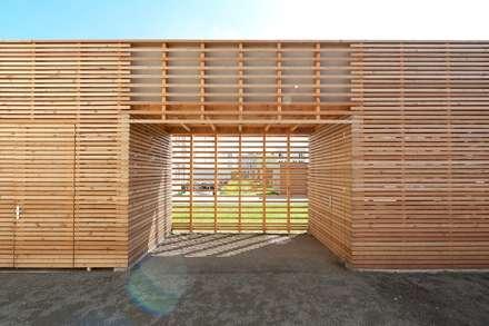 Schuppen: moderne Garage & Schuppen von prosa architekten