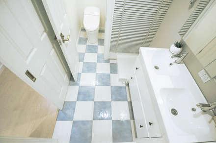 sky heights 102: TBJインテリアデザイン建築事務所が手掛けた浴室です。