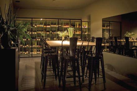 Wine Store: Bares e clubes  por Stabörd