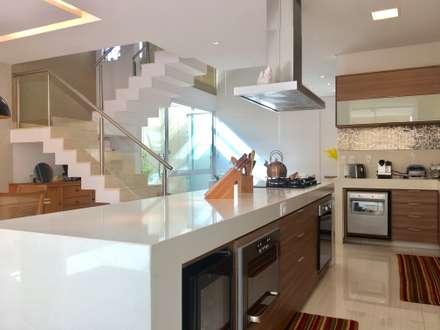 Cozinha: Cozinhas modernas por Collevatti Arquitetura