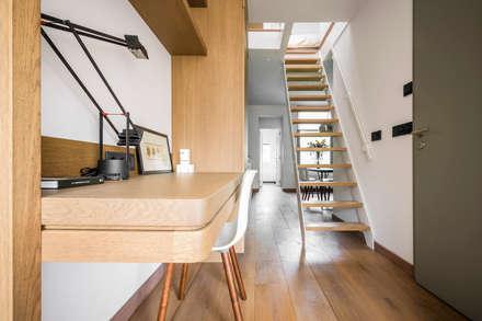 Desk in hallway: modern Corridor, hallway & stairs by Deirdre Renniers Interior Design
