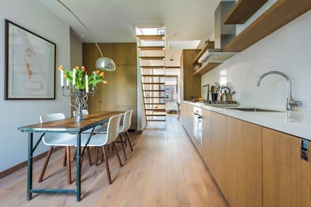 Kitchen & Dining Area: modern Kitchen by Deirdre Renniers Interior Design