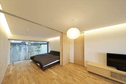 愛西の家: 五藤久佳デザインオフィス有限会社が手掛けた寝室です。