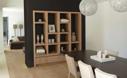 Vakantiewoning Portugal: moderne Eetkamer door design iD