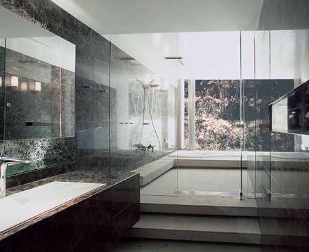 長田町の住宅: アトリエ環 建築設計事務所が手掛けた浴室です。