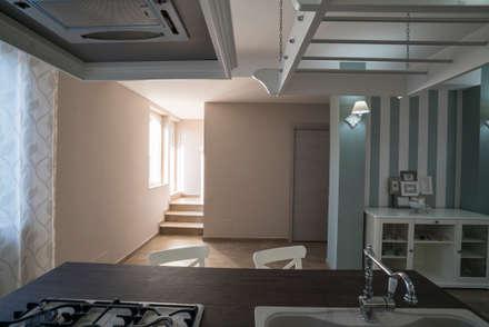 Appartamento Stile Shabby Chic Rustico: Finestre in stile  di T_C_Interior_Design___
