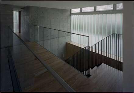 階段: 株式会社ラウムアソシエイツ一級建築士事務所が手掛けた玄関・廊下・階段です。