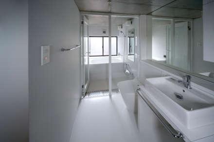 浴室: 株式会社ラウムアソシエイツ一級建築士事務所が手掛けた浴室です。