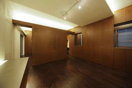湯島の家Ⅱ(リフォーム): アトリエ スピノザが手掛けたダイニングです。