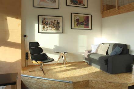 Podest + Deckchair + Plaza table:  Hotels von FLOID Produktdesign