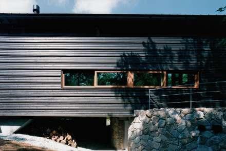 東面: 株式会社ラウムアソシエイツ一級建築士事務所が手掛けた家です。