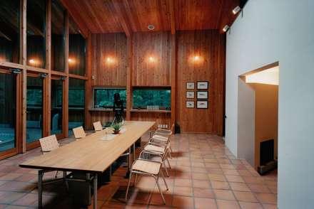 リビング・ダイニング: 株式会社ラウムアソシエイツ一級建築士事務所が手掛けたダイニングです。